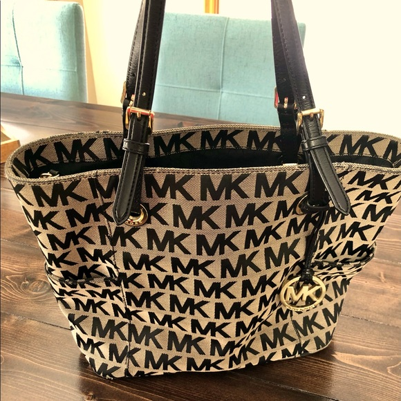 Michael Kors Jet Set Logo Bag